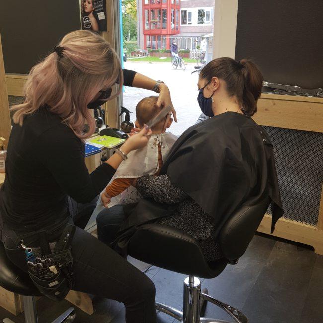 Kind naar kapper